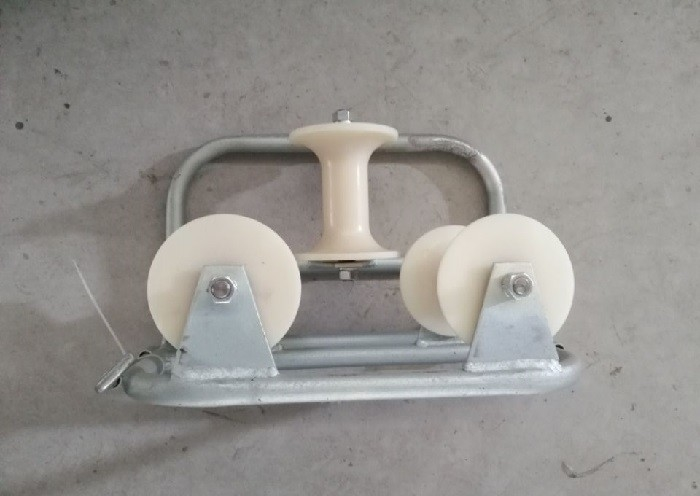 Heavy Duty Galvanized Triple Corner Cable Roller Cable Guide